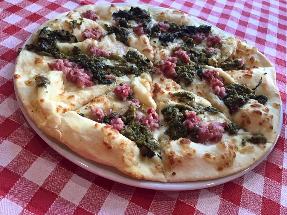 Pizza le Botti z umbryjską kiełbaską