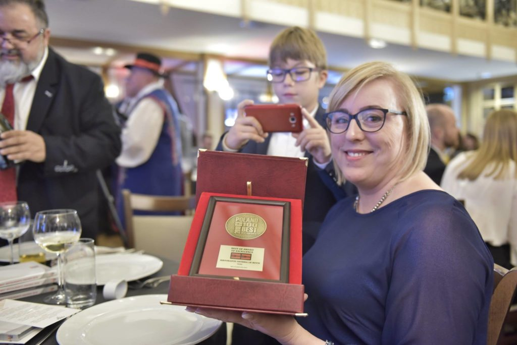 Kinga Harężlak-Gonfia z nagrodą Best of Award of Excellence